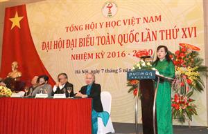 Bộ trưởng Bộ Y tế - bà Nguyễn Thị Kim Tiến phát biểu