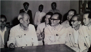 Bác Hồ với GS. Trần Hữu Tước